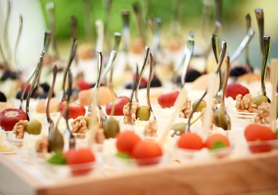 tray-with-finger-food-on-wedding